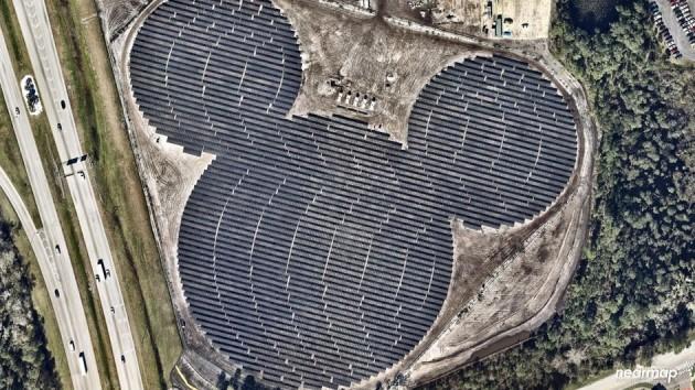Сонячна електростанція у вигляді голови Міккі Мауса
