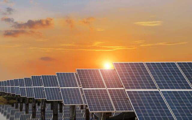 Великий парк сонячних батарей