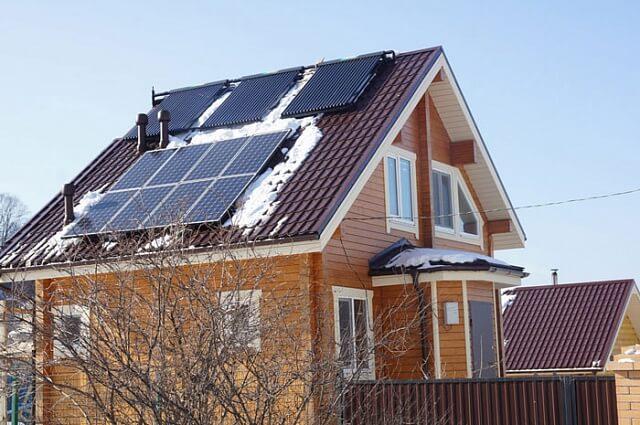 Мешканці Дніпропетровська встановлюють на багатоповерхівках сонячні панелі