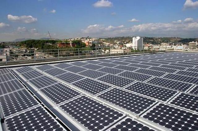 Сонячні панелі на дахах можуть забезпечити США 40% необхідної електроенергії