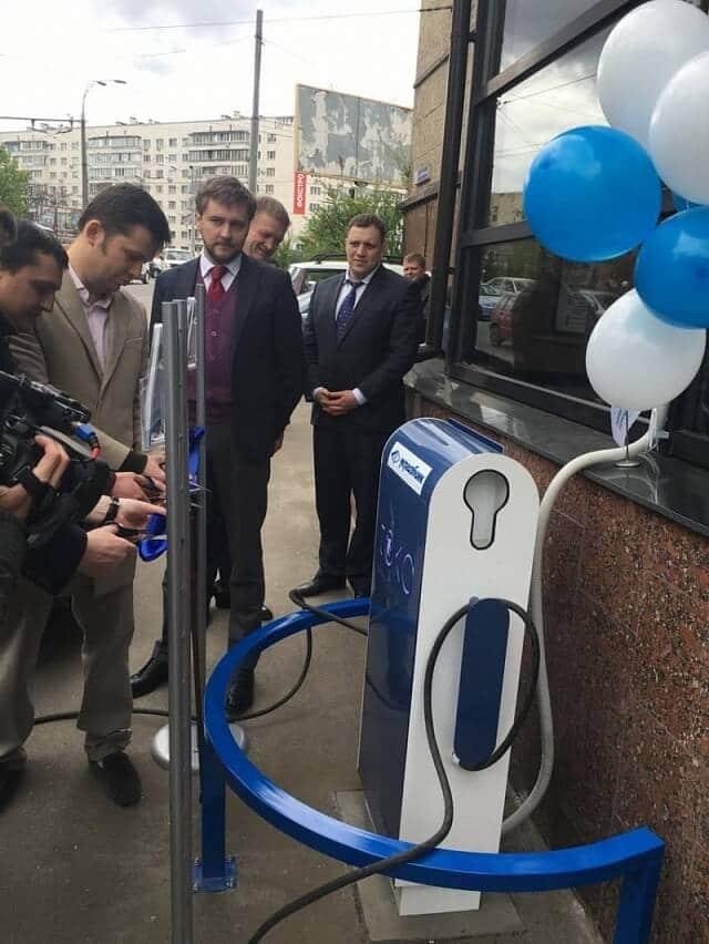 У Києві з'явилась ще одна безкоштовна зарядна станція для електромобілів