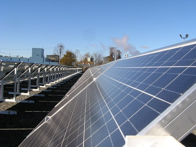 У Сан-Франциско законодавчо зобов'язали встановлювати сонячні панелі на дахах новобудов