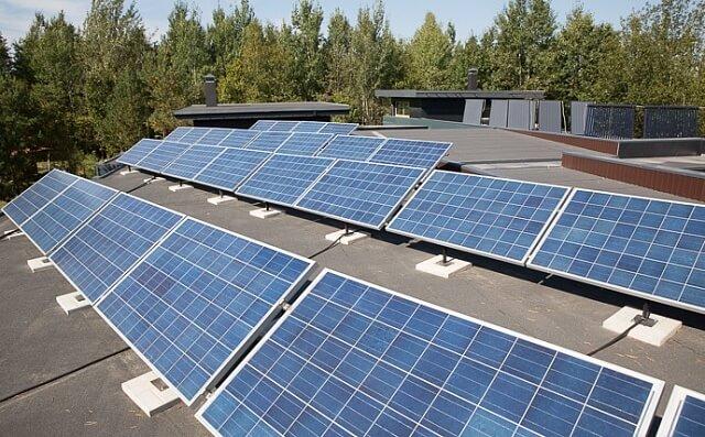 Українці просять у петиціях встановити сонячні батареї для зменшення рахунків за електрику та газ
