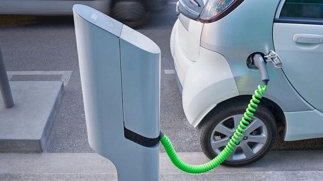 Зарядка електромобіля в Україні