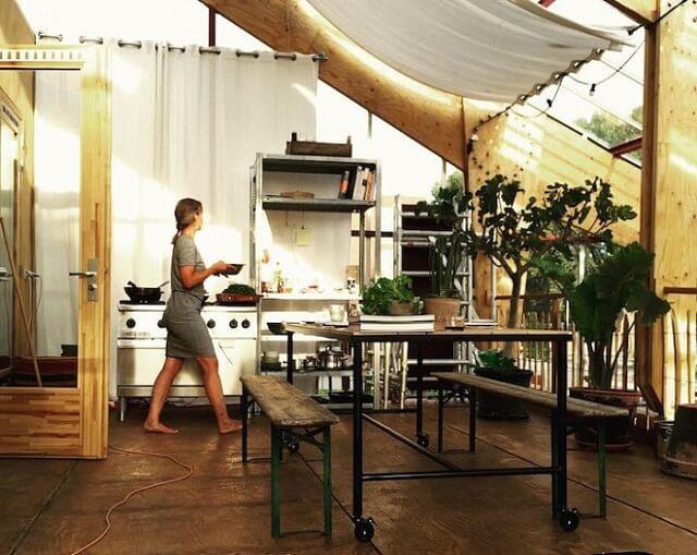 Голландська родина три роки житиме в енергоефективному будинку-теплиці заради експерименту