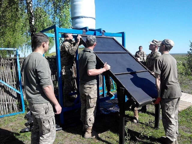 Рівненські активісти встановили сонячні колектори для нагріву води військовим