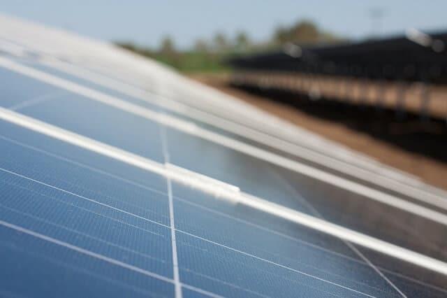 У Дубаї встановлено рекордно низьку ставку на сонячну енергію, яка стала дешевшою за вугільну