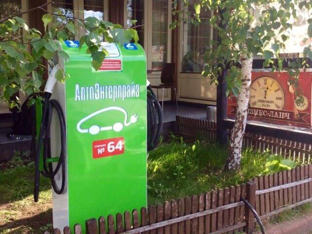В Хмельницькому відкрили першу електрозаправку