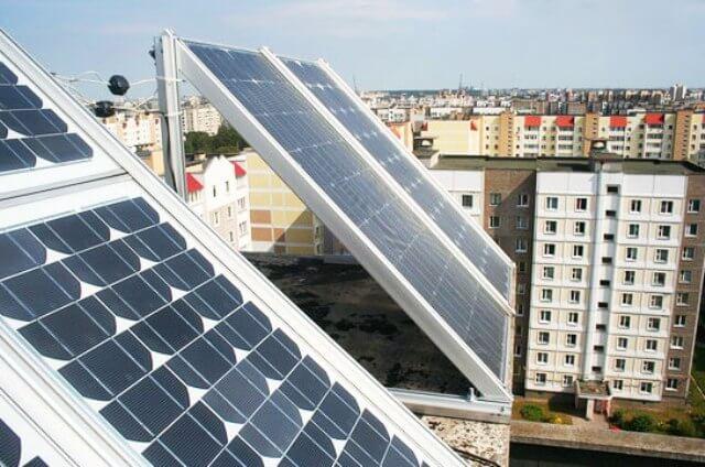 Вперше в Україні, у Херсоні, на багатоповерхівці запрацювала сонячна електростанція за «зеленим» тарифом