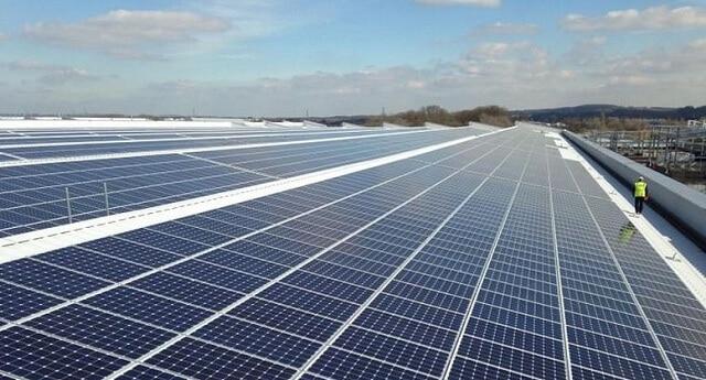 Частка сонячної електроенергії у Великобританії в червні сягнула 24%