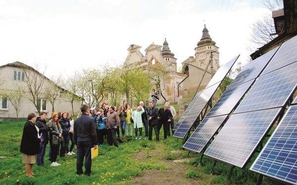 Сільська громада на Львівщині збудувала сонячну електростанцію для освітлення вулиць