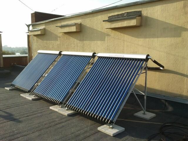 В інституті серцево-судинної хірургії ім.Амосова встановили сонячні колектори для нагріву води