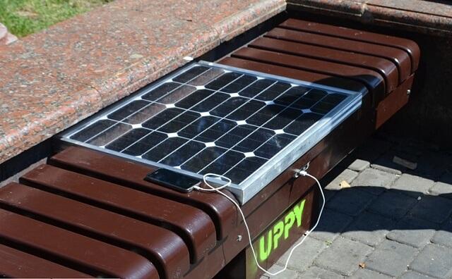 В Івано-Франківську студенти-ентузіасти відкрили «сонячну» лавку