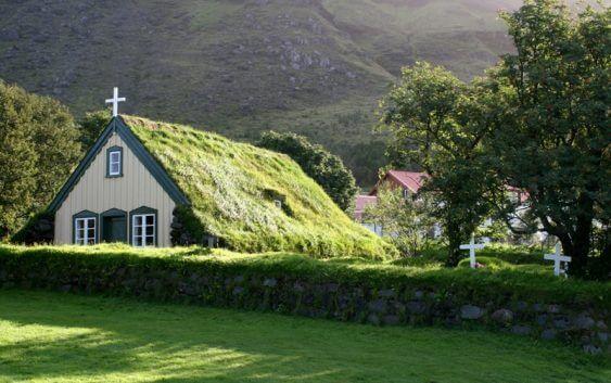 """Мережа """"зелених церков"""" допомагає прихожанам встановлювати сонячні батареї"""