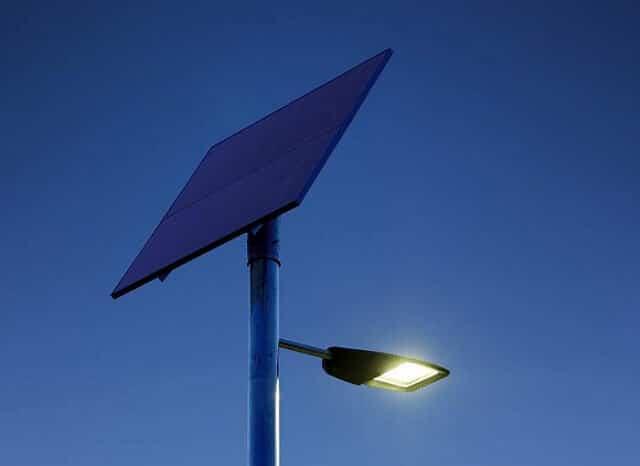 На Донеччині п'ять населених пунктів будуть освітлюватися ліхтарями на сонячних батареях