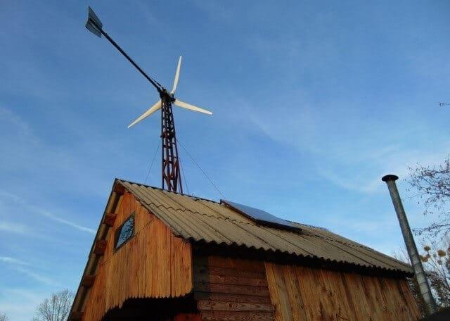 На Волині умілець економить електроенергію завдяки вітряку власного виробництва та сонячній панелі