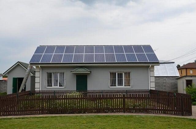 """У Чехії 300 власників сонячних станцій оштрафували за """"надприродну потужність"""" батарей"""