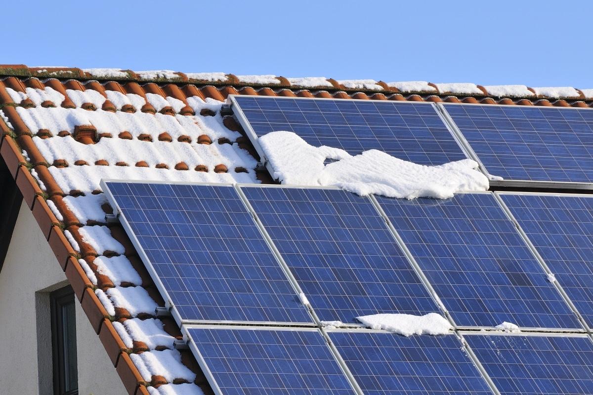 Продуктивність сонячних панелей взимку