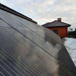 Сонячні панелі на наземному конструктиві на задньому дворі BISOL BMO 300