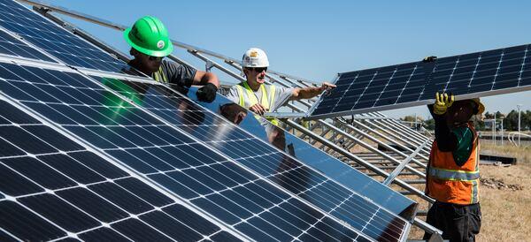 Монтаж сонячних панелей фото
